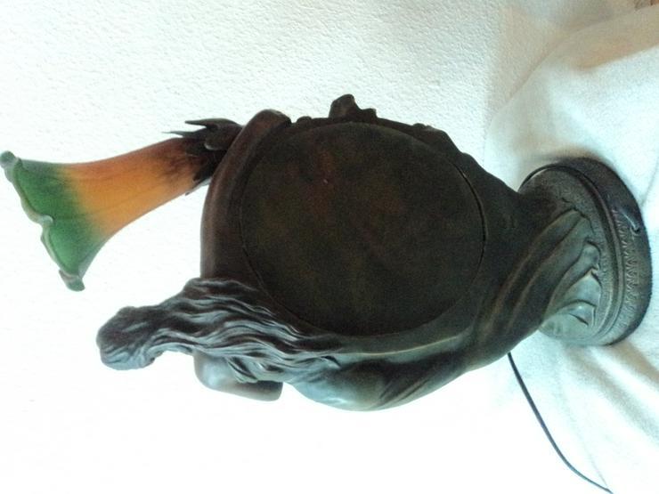Bild 5: Frauenfigur Tischlampe aus Metall. Jugendstil