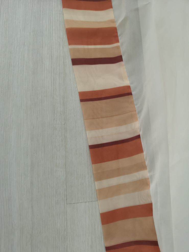 Bild 5: Zarte Seitenschals mit passendem Raffrollo