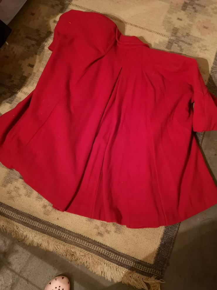 Bild 3: Roter Kurzmantel weite Form