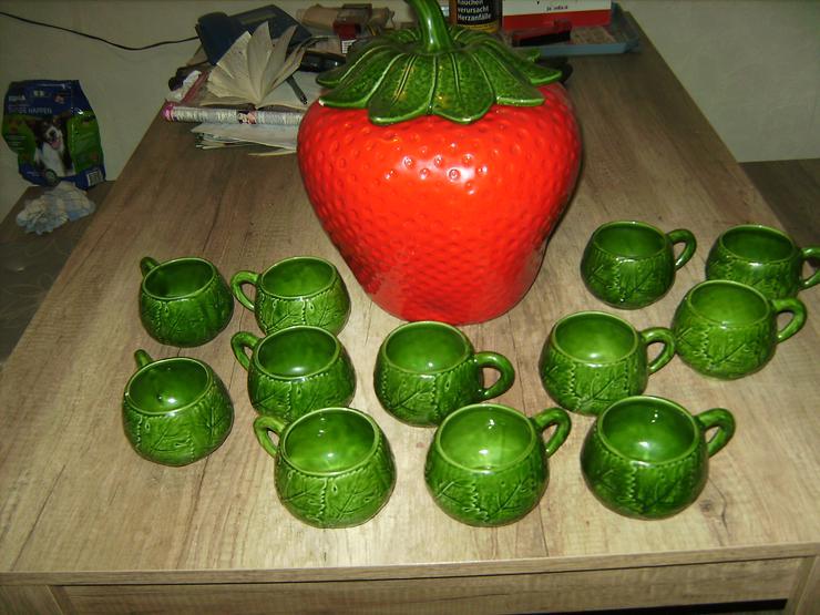 Erdbeere mit Deckel und 12 Tassen
