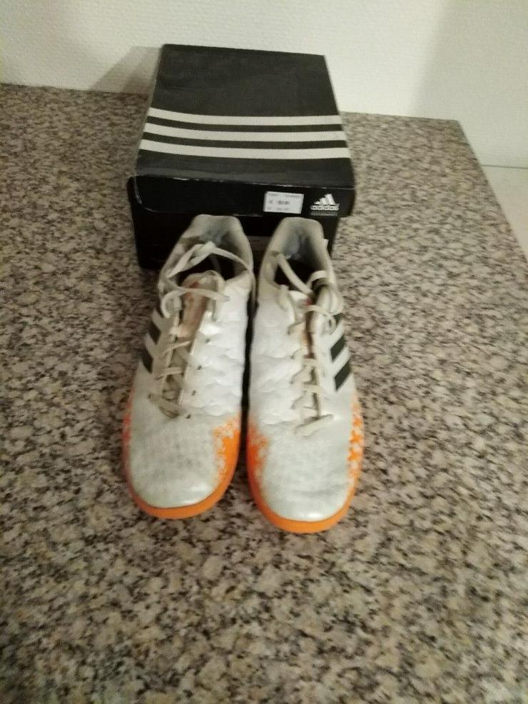Adidas_11,5_Halle