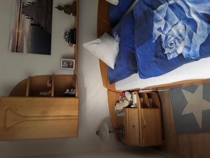 Bild 3: Schlafzimmer ohne  Matratze und Lattenrost
