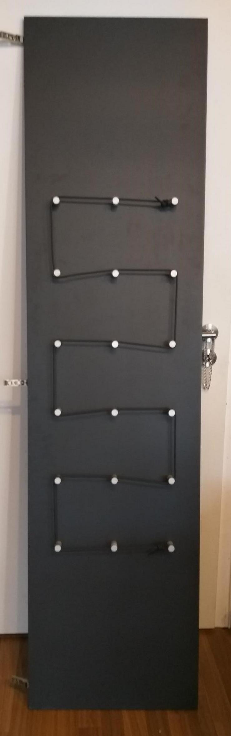 Bild 5: IKEA Pax Tür mit Haken und Scharniere (Stauraum)