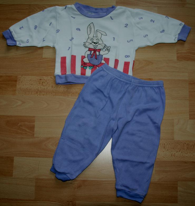 """Bild 2: Schlafanzug - Größe 68 - Pyjama - 2teilig - """"Hase und Zahlen"""""""
