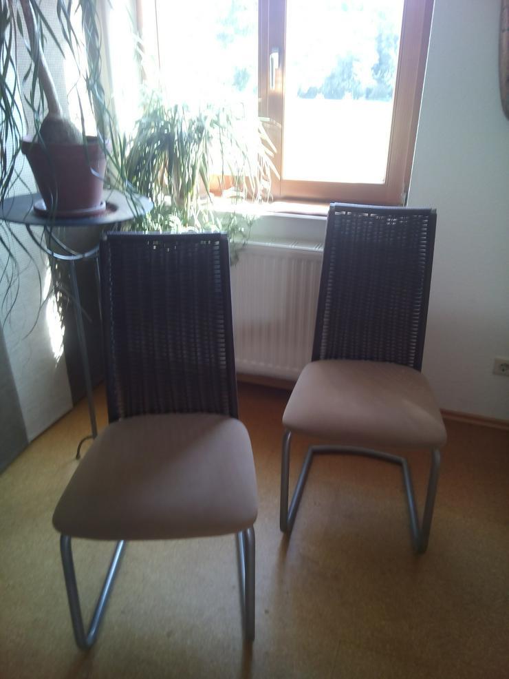 2 braune Flecht-Schwingstühle - Stühle & Sitzbänke - Bild 1