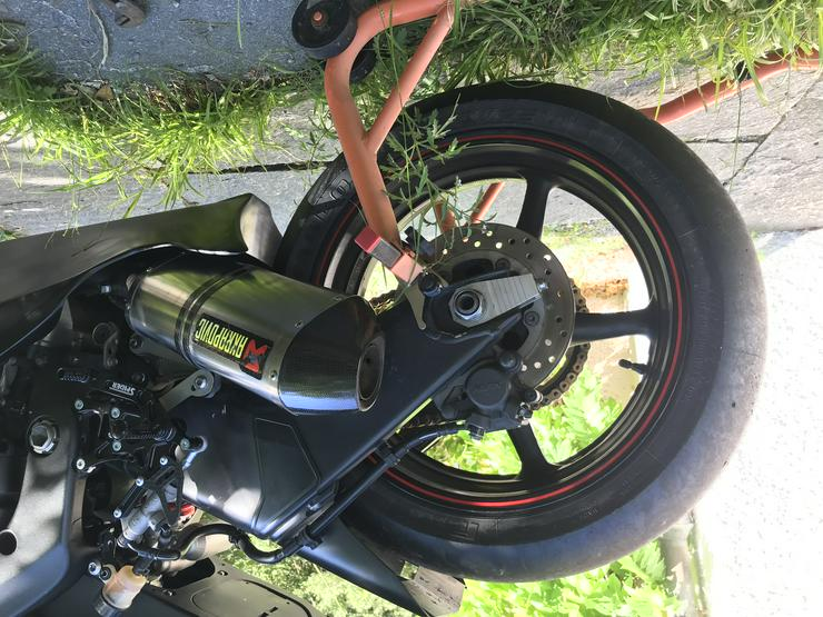 Bild 2: Yamaha R6 für Rennstrecke