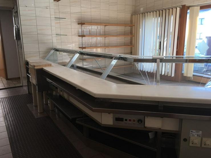 Bild 2: Metzgerei Kühltheke mit Zubehör