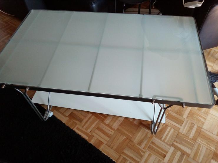Multifunktionaler Glas-Metall Couchtisch Stabil und filigran