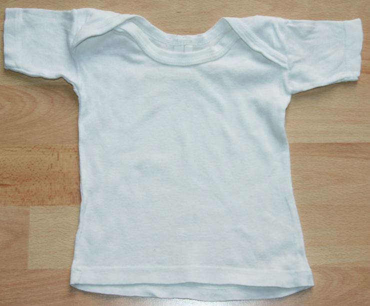 Weißes Unterhemd - Größe 74 - klassische Form - Unterwäsche, Socken & Strümpfe - Bild 1