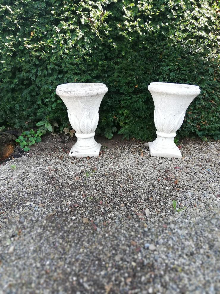 2 Pflanz-Pokale aus Beton - Pflanzgefäße - Bild 1