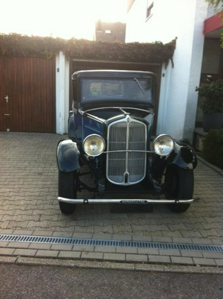 Bild 3: Oldtimer Renault Monaquatre