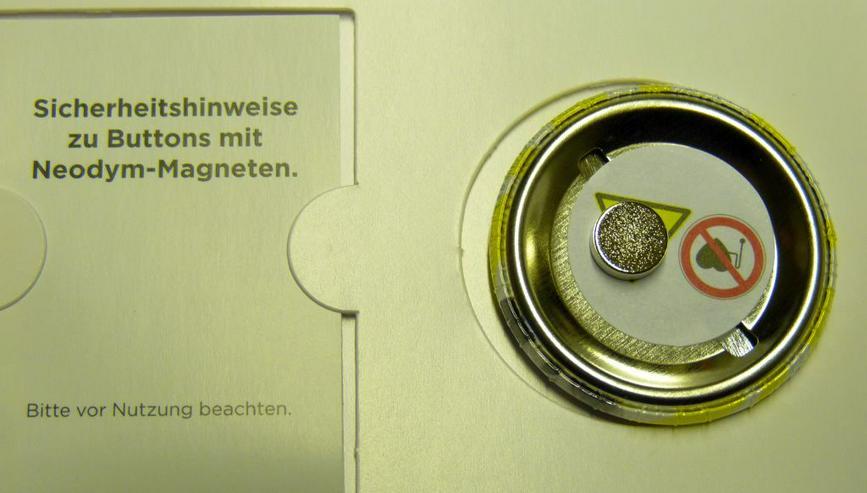 "Bild 2: 2 Magnetbutton ""What are you""  Neodrym-Magnet"