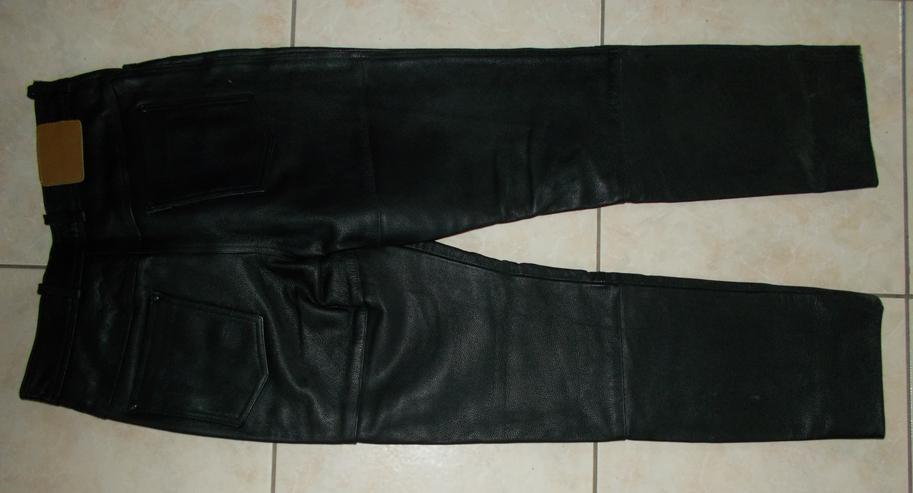Bild 2: Lederhose in Größe 42