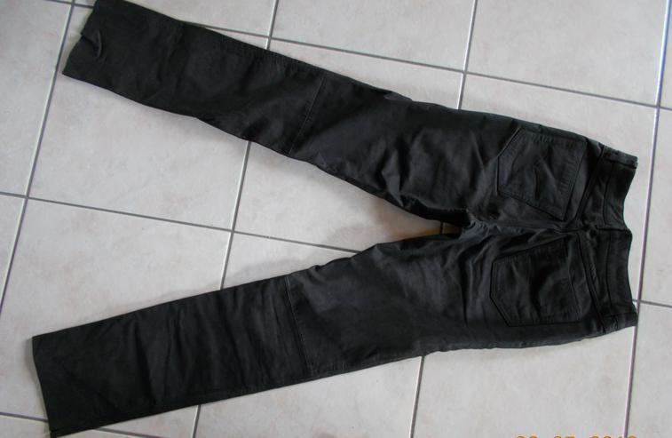 Bild 2: Lederhose in Größe 30