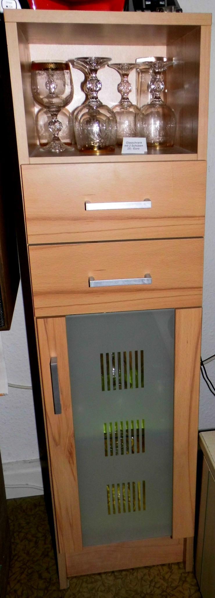 Bild 2: Designglasschrank mit 2 Schubladen sowie großer Glastür