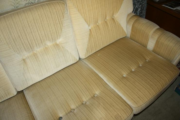 Bild 2: Polster-Sitzgruppe (4er Sofa und 2 x 1er Sessel) 70er-Jahre