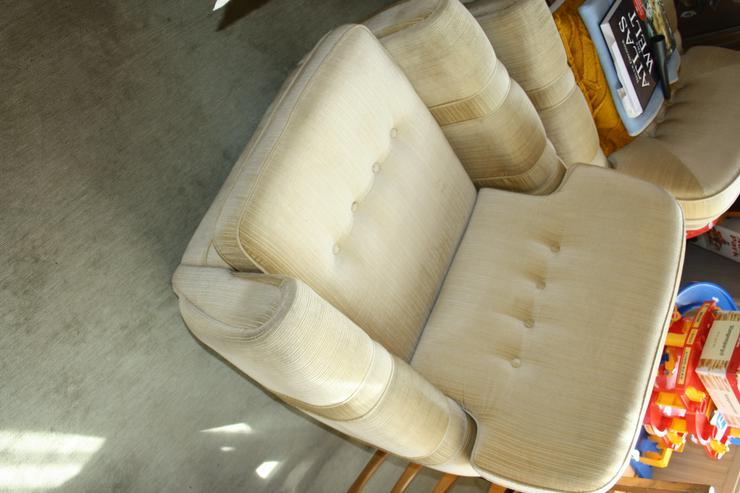Bild 4: Polster-Sitzgruppe (4er Sofa und 2 x 1er Sessel) 70er-Jahre