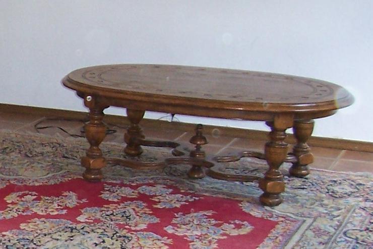 massiver Holztisch oval