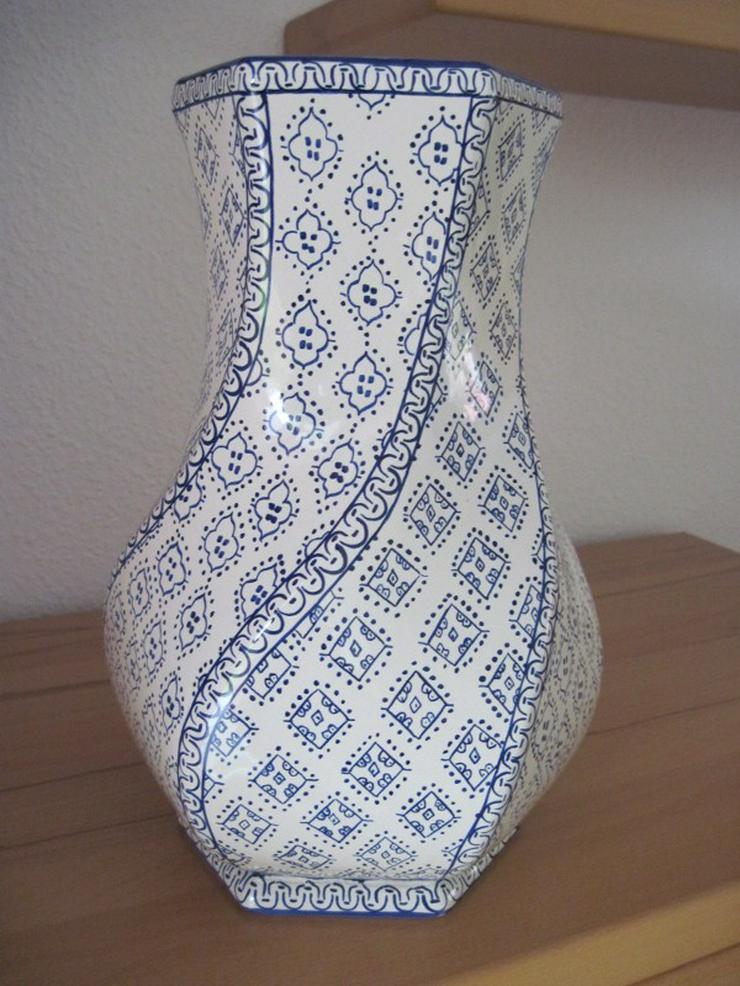 Italienische Vase aus Porzellan, Porzellanvase, Handarbeit