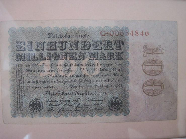 Bild 2: 100 Millionen Mark Reichsbanknote vom 22. August 1923 im Rahmen
