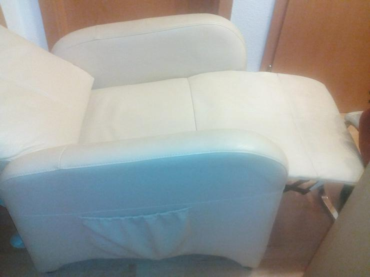 creme-farbener Wohnzimmer-Sessel mit Liegefunktion