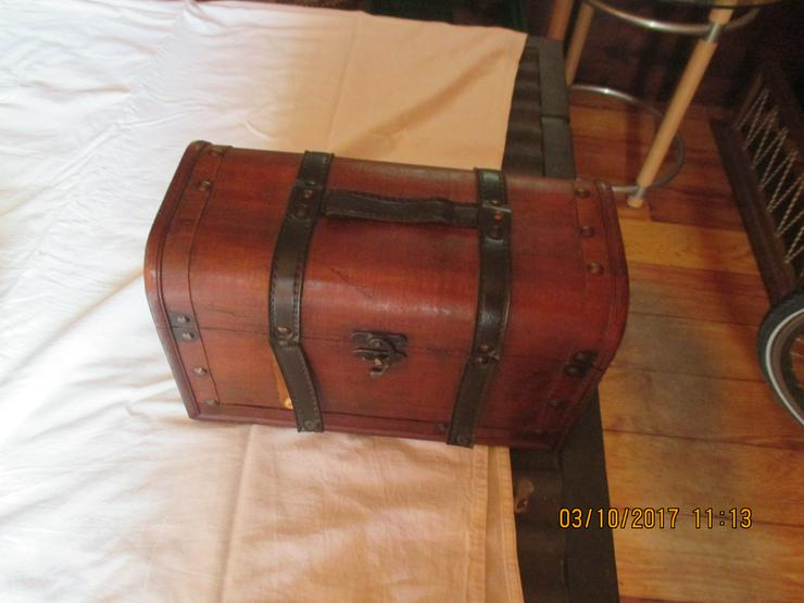 Bild 4: alte Koffer