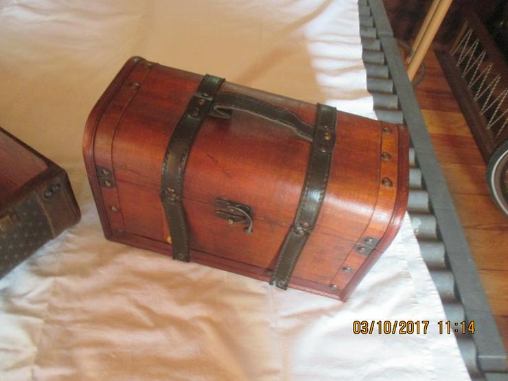 Bild 5: alte Koffer
