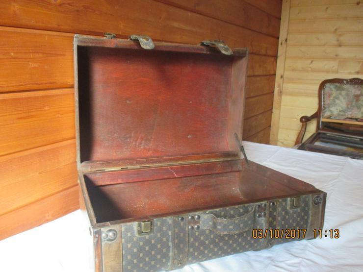 Bild 3: alte Koffer