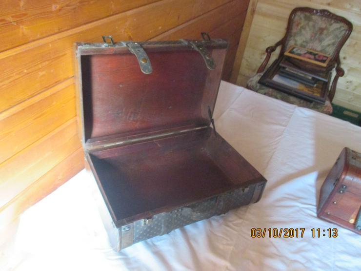 Bild 2: alte Koffer