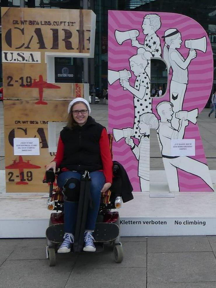 Persönliche Freizeitassistentin für junge Rollstuhlfahrerin gesucht