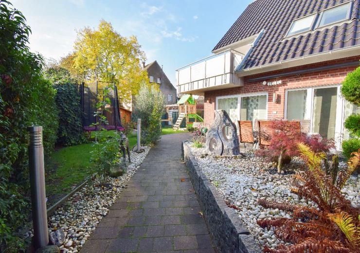 Bild 3: ETW 140qm mit gr. Garten und Terrasse über 2 Ebenen Sauna 4 Z.
