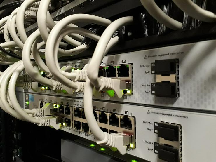 Bild 4: Netzwerk-Verkabelung || Prüfung || Zertifizierung