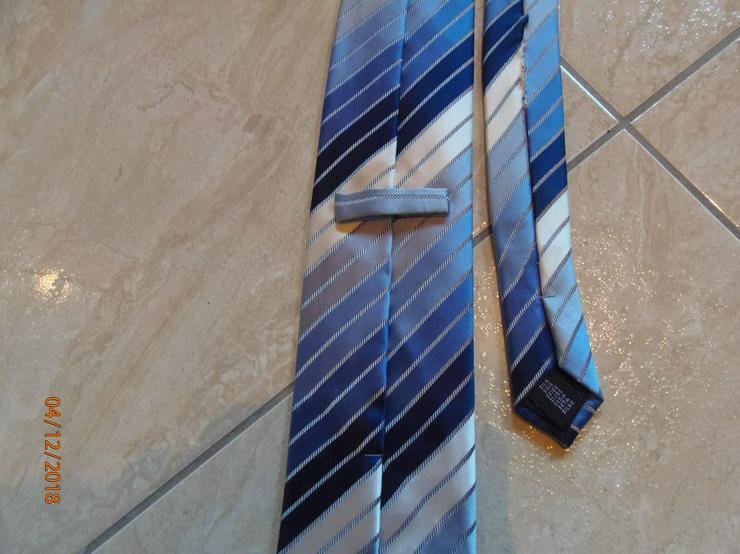 Bild 2: Krawatte in Blautönen