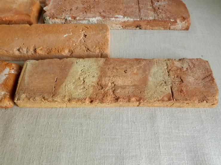 Bild 2: klassisch rote Antike Riemchen Klinkerriemchen Steinriemchen Rückbau Mauerstein ökologische klimaneutral Wandgestaltung Wandpanele rustikal