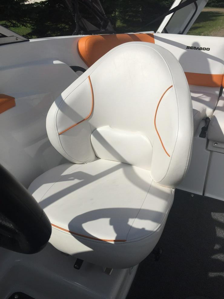 Bild 4: Motorboot und es ist Anhänger
