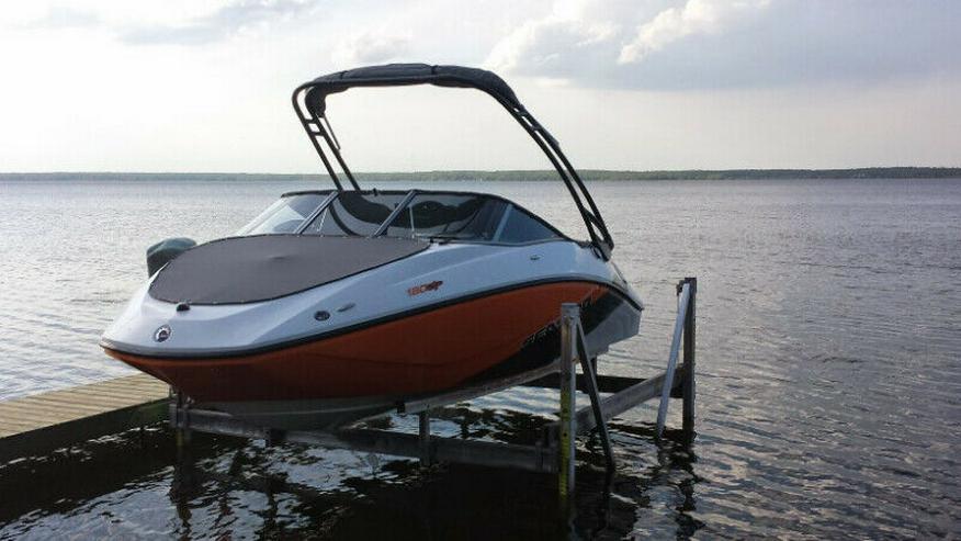 Bild 2: Motorboot und es ist Anhänger