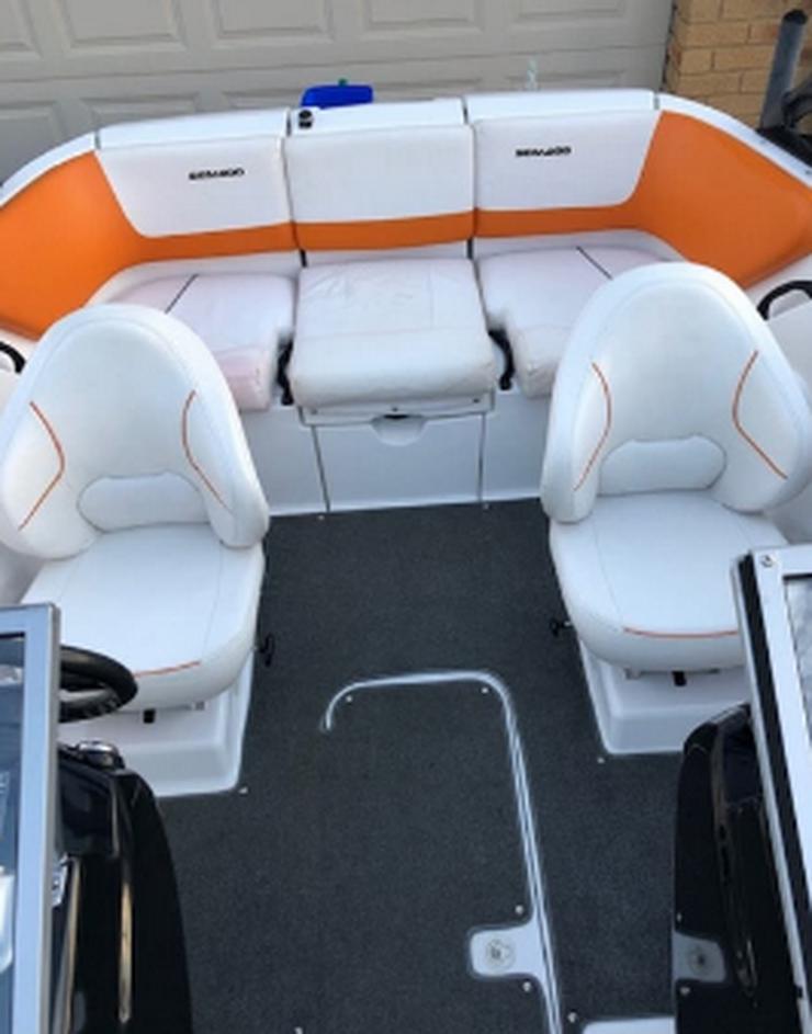 Bild 5: Motorboot und es ist Anhänger