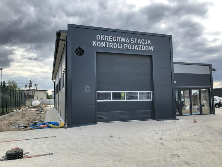 Stahlhalle Fahrzeug-Prüfstation mit Beuro
