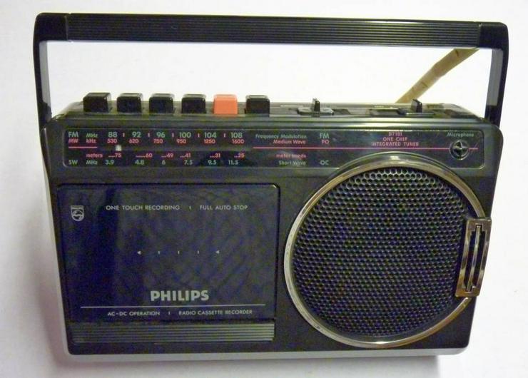 Philipps Kofferradio mit Kassettenrecorder, Netz oder Batterien