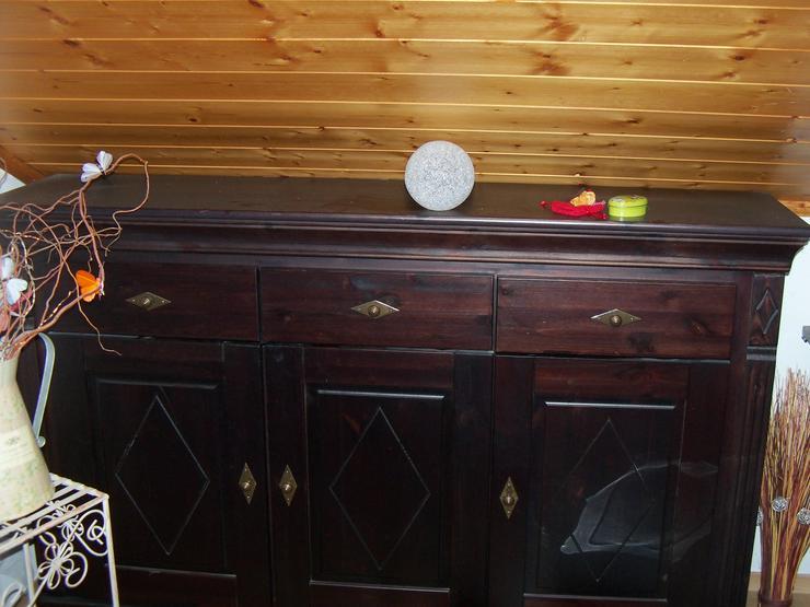 Bild 2: Verschenke 2 Wohnzimmerschränke und eine alte Singer Nähmaschiene
