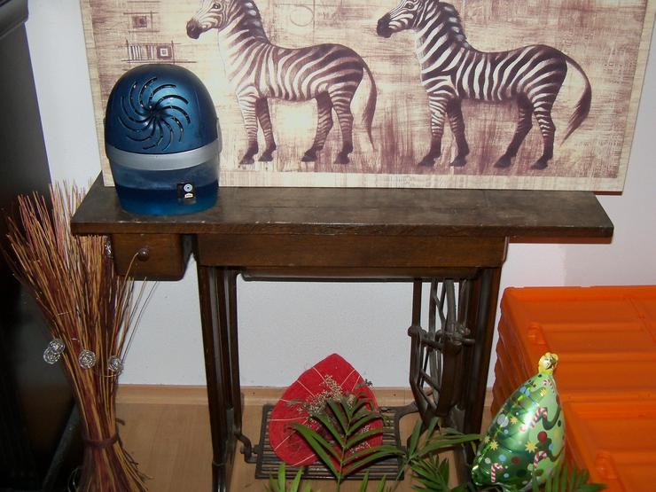 Verschenke 2 Wohnzimmerschränke und eine alte Singer Nähmaschiene - Schränke & Regale - Bild 1