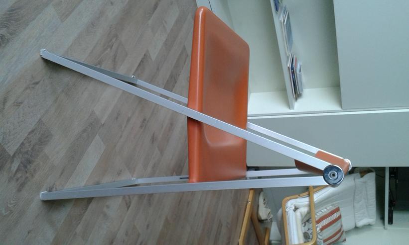 Bild 3: Verkaufe 5 orangefarbene Klappstühle von Interlübke.