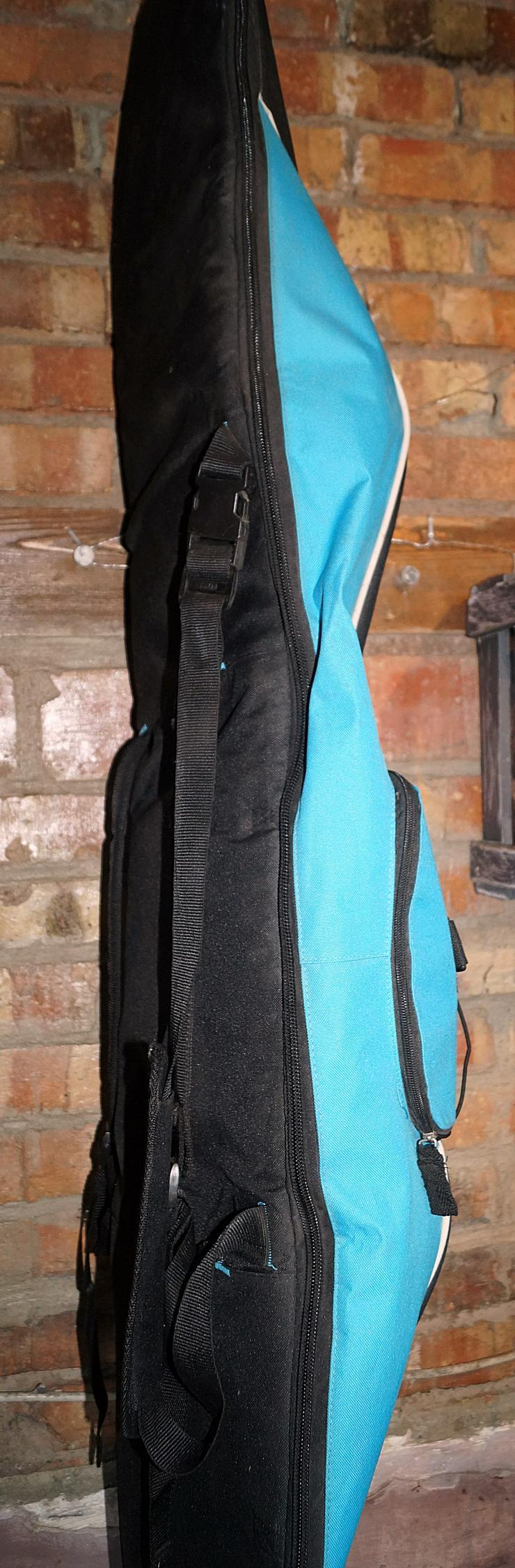 Bild 6: Snowboard mit Bindung und Tasche
