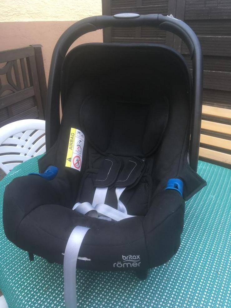 Neuwertiger Römer.Britax- B-Motion Buggy + Babytrage
