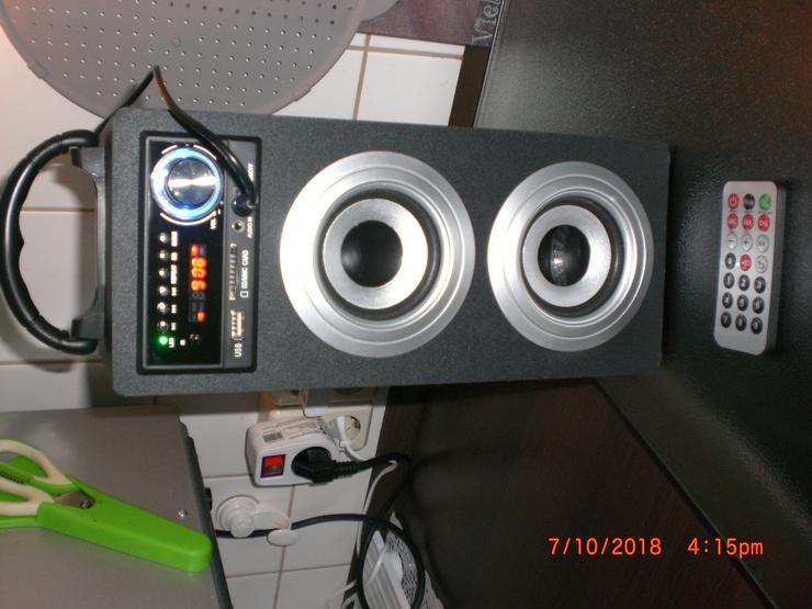 Portabler Bluetooth-Lautsprecher Tragbare Akku-Lautsprecherbox (USB/SD-Anschlüsse, UKW-Radio, AUX, Tragegriff, Fernbedienung)