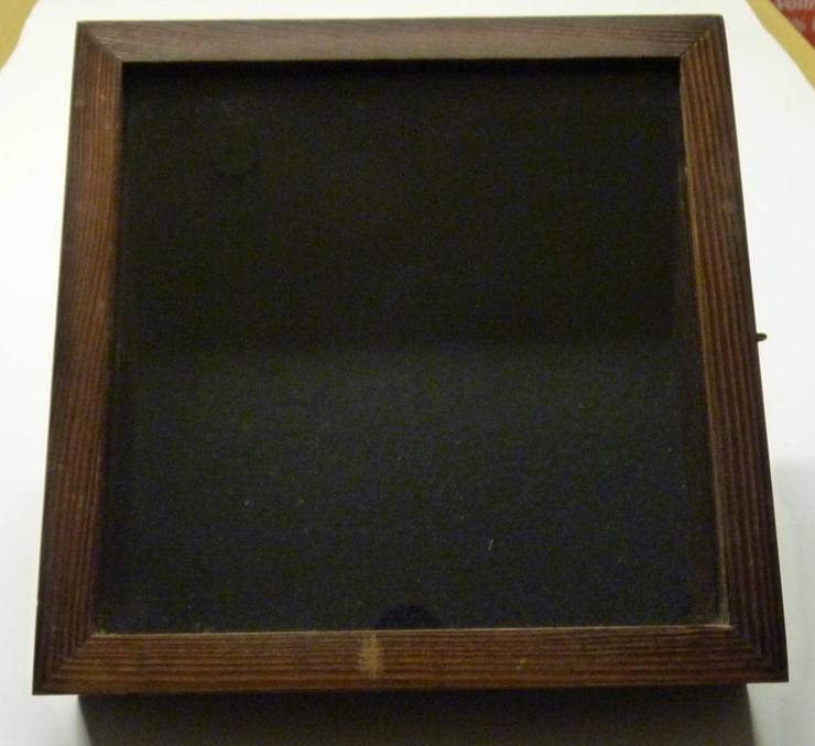 Bild 4: Bildwandkasten aus Holz mit Glasdeckel