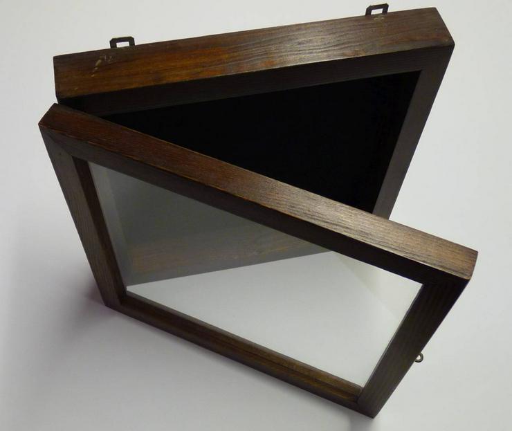 Bild 2: Bildwandkasten aus Holz mit Glasdeckel