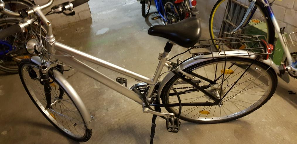 Silber Farbendes Trekkingrad Siehe Bilder gut erhalten!!