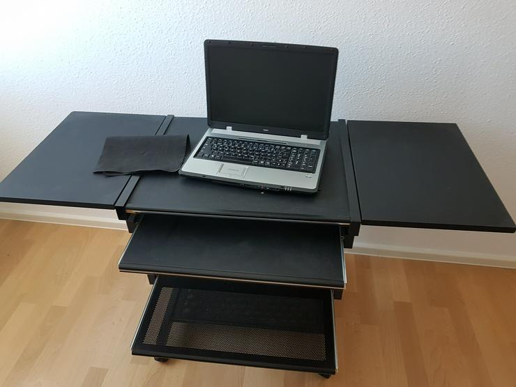 Computertisch mit Auszug für Tastatur und Drucker, Metallgestell