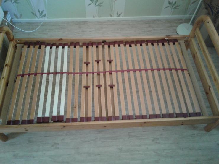 100/200 Bett aus Massivholz mit Lattenrost